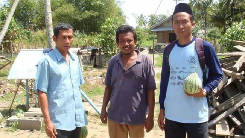 Aneuk yatim - bersama kawan dan pembudidaya ikan